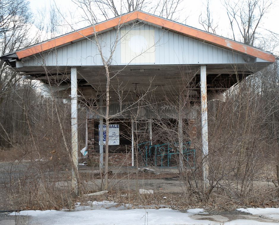 Developers plan to build a gas station and convenience store at 2110 Meriden-Waterbury Tpke., Mon., Mar. 18, 2019. Dave Zajac, Record-Journal