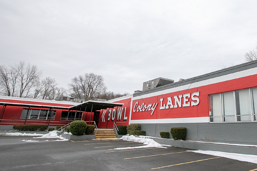 The former Brunswick Colony Lanes, 600 S. Colony Rd., Wallingford, sold recently to a North Haven auto dealer. The property is seen here in a 2019 file photo. | Dave Zajac, Record-Journal