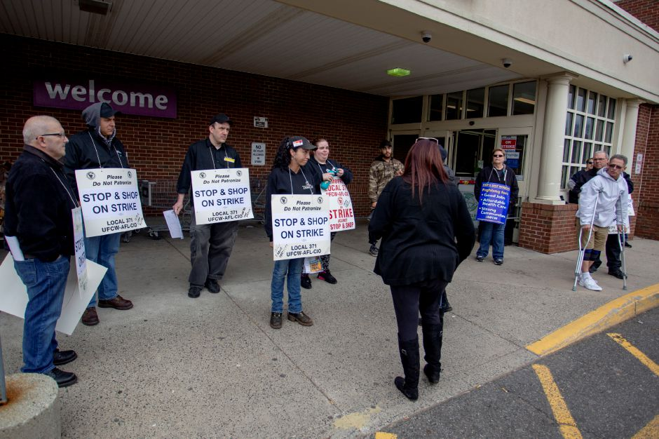 Meriden Stop & Shop employees on strike try to convice customers to go to a different grocery store Thursday April 11, 2019. | Richie Rathsack, Record-Journal