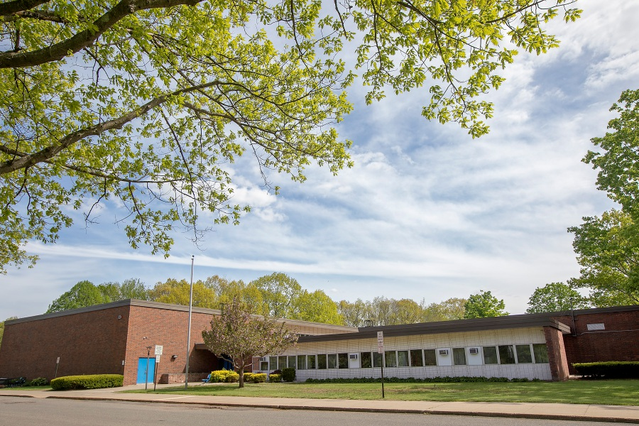 Flanders School in Southington, Tues., May 19, 2020. Dave Zajac, Record-Journal