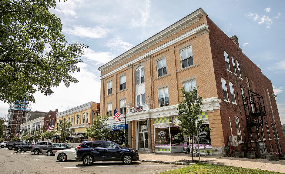 Simpson Court businesses and public parking in Wallingford, Mon., Jun. 24, 2019. Dave Zajac, Record-Journal