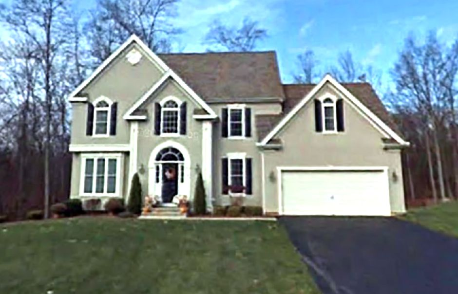 Dennis P. Cawley and Adriana Cawley to Mark Ryan and Sara Ryan, 261 Chesterwood Terrace, $490,000.