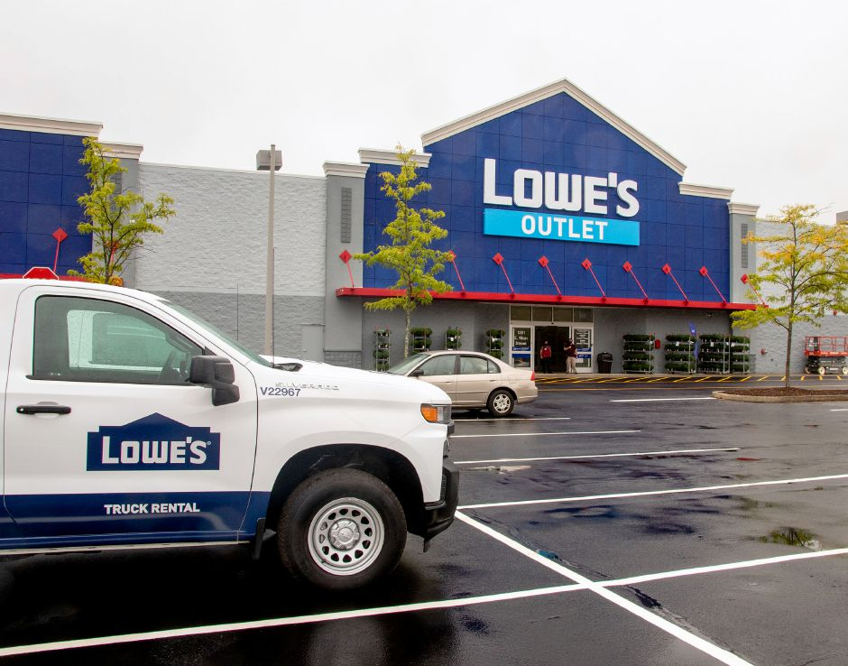 The new Lowe's Outlet in Meriden had a soft opening on Thursday. The official opening will be on Friday, Sept. 18. Photos by Aaron Flaum, Record-Journal