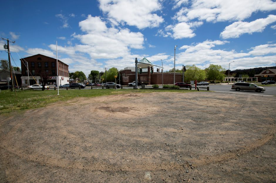 A lot next to the former Brown Jug liquor store at the corner of East Main and Broad Streets in Meriden, Friday, May 12, 2017. A Harwinton developer has filed site plans with the city to build a 7,000-square foot O'Reilly Auto Parts Store on the lot. | Dave Zajac, Record-Journal