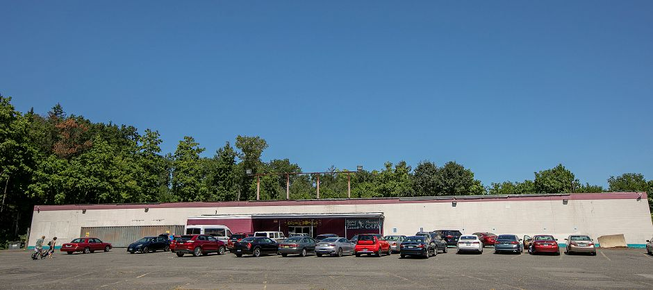 Apple Valley Bowl on South Main Street in Southington, Aug. 20, 2019. A truck wash station is proposed for land at 1300 S. Main St. between Apple Valley Bowl and the commuter parking lot nearby. Dave Zajac, Record-Journal