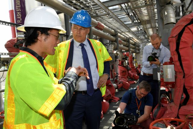 Democratic Presidential candidate Washington Gov. Jay Inslee, center, talks with Ryu Suzuki, left, as he tours the Blue Plains Advanced Wastewater Treatment Plant in Washington, Thursday, May 16, 2019, during an event where he unveiled part of his plan to defeat climate change. (AP Photo/Susan Walsh)
