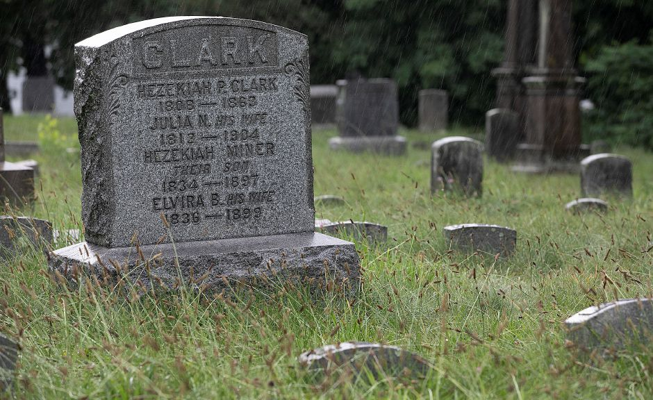 City Manager Wants Estimate For Headstone Repair At Meriden
