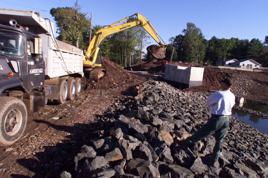 New Dam Pond construction site, Oct. 1999.