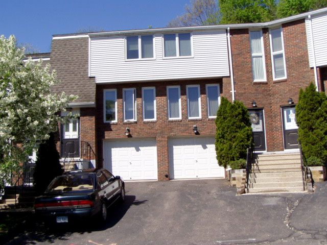 Zbigniew Lukoszek and Halina Lukoszk to David Manemelt, 166 Gravel St., Unit B12, $42,900.