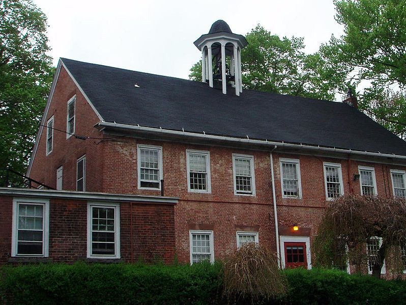 Bodwen Hall on the campus of Cheshire Academy. | Source: Skranish via Wikipedia Commons