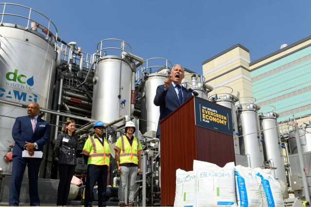 Democratic Presidential candidate Washington Gov. Jay Inslee, center, speaks during an event at the Blue Plains Advanced Wastewater Treatment Plant in Washington, Thursday, May 16, 2019, during an event where he unveiled part of his plan to defeat climate change. (AP Photo/Susan Walsh)