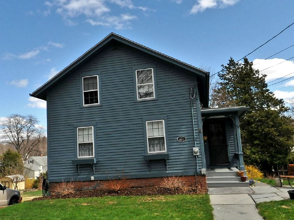 Richard W. Kenefick and Arlia Kenefick to Walter Moore, 72 Curtis St., $143,900.