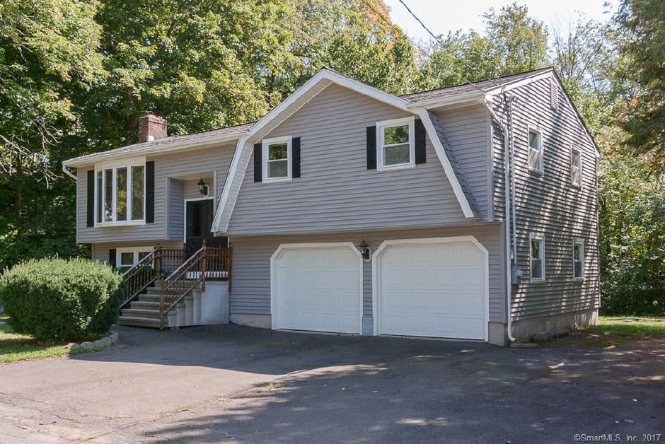 Anthony Balsamo Jr. to Nicholas Fico and Stephanie Tedeschi, 8 Hampton Trail, $240,000.