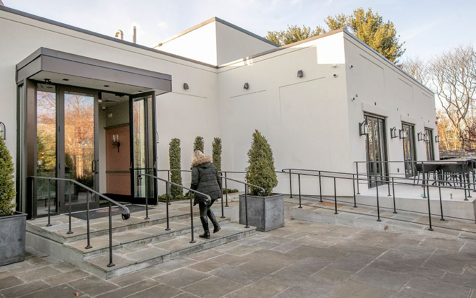 A new entrance to Viron Rondo Osteria, 1721 Highland Ave., Cheshire, Nov. 13, 2019. The restaurant has undergone a $7 million expansion. Dave Zajac, Record-Journal